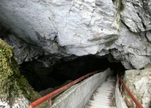 забележителности - пещера Дяволско гърло